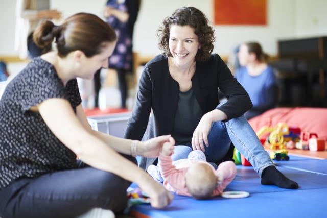 Foto: Szene in einer Mutter-Kind-Gruppe der Diakonie Münster