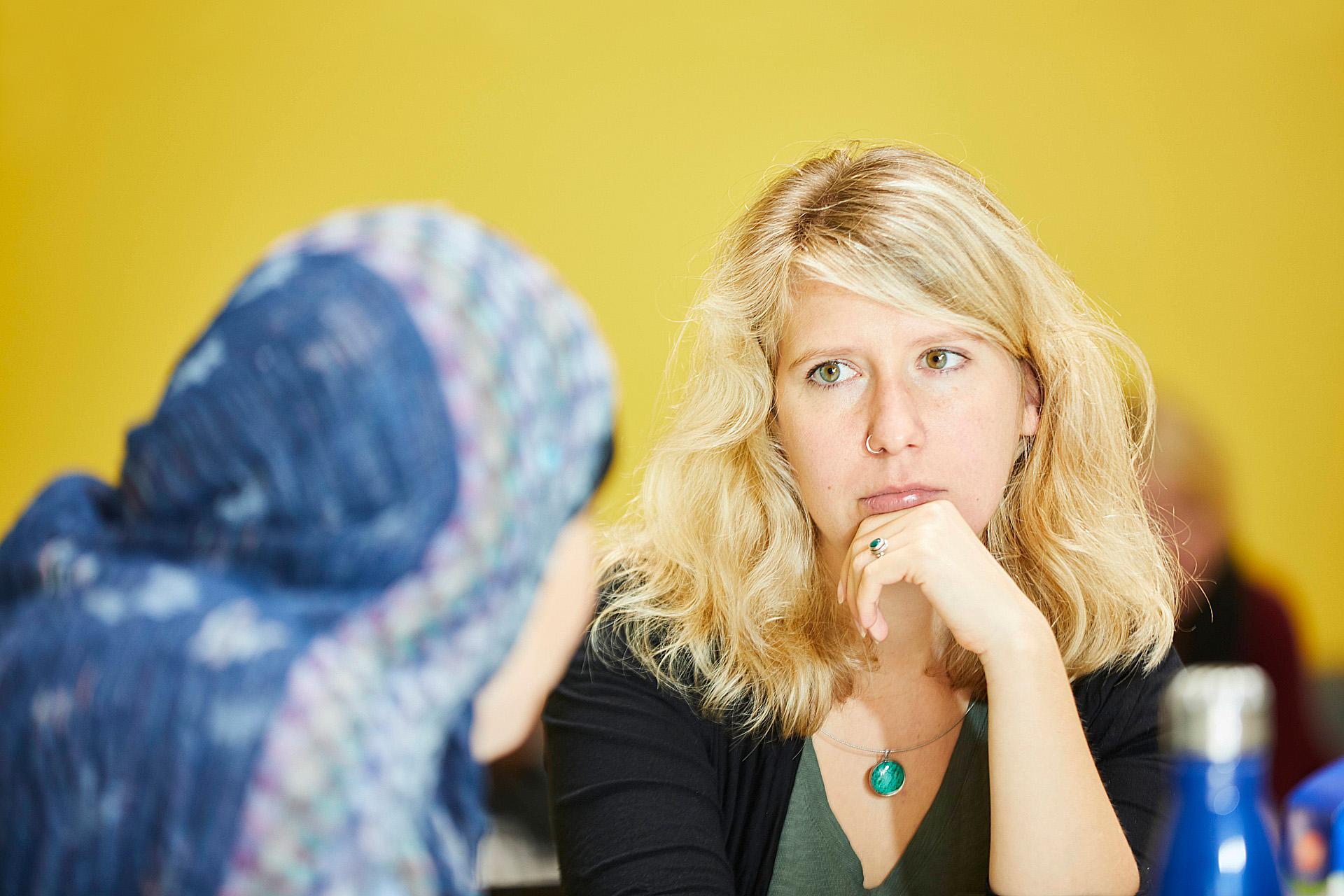 Foto: Beratungsstellen in den Stadtteilen - Zwei Frauen in einer Beratungssituation