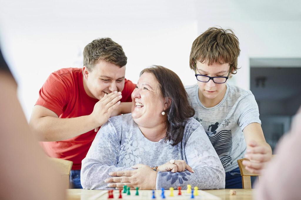 Foto: Wohngruppe Hiltrup - Spaß beim Gesellschaftsspiel