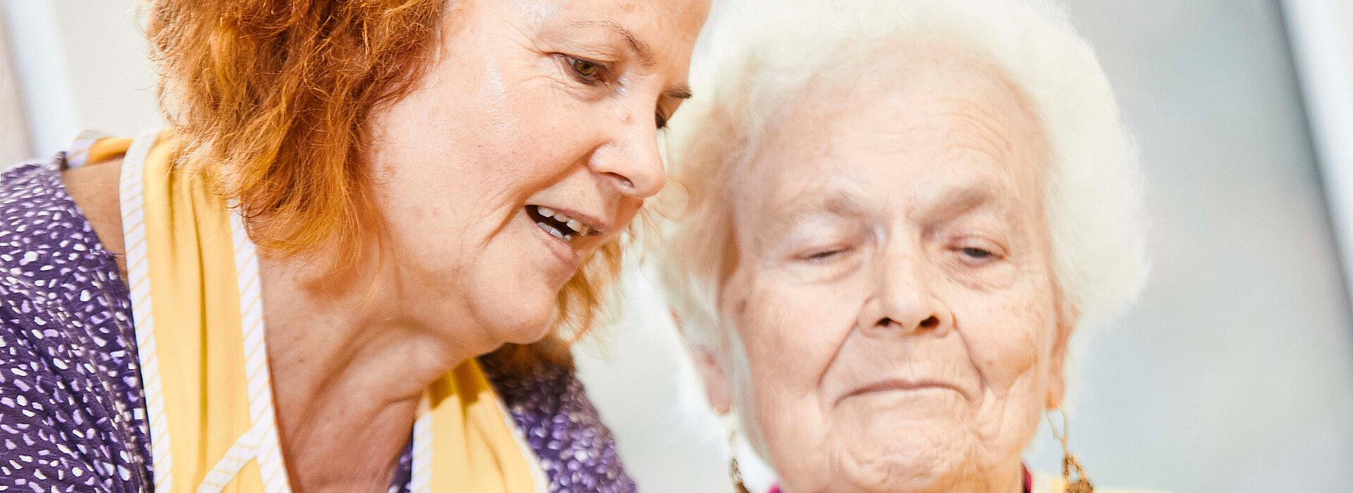 Foto: Aktivitäten mit Senioren - gemeinsames Kochen