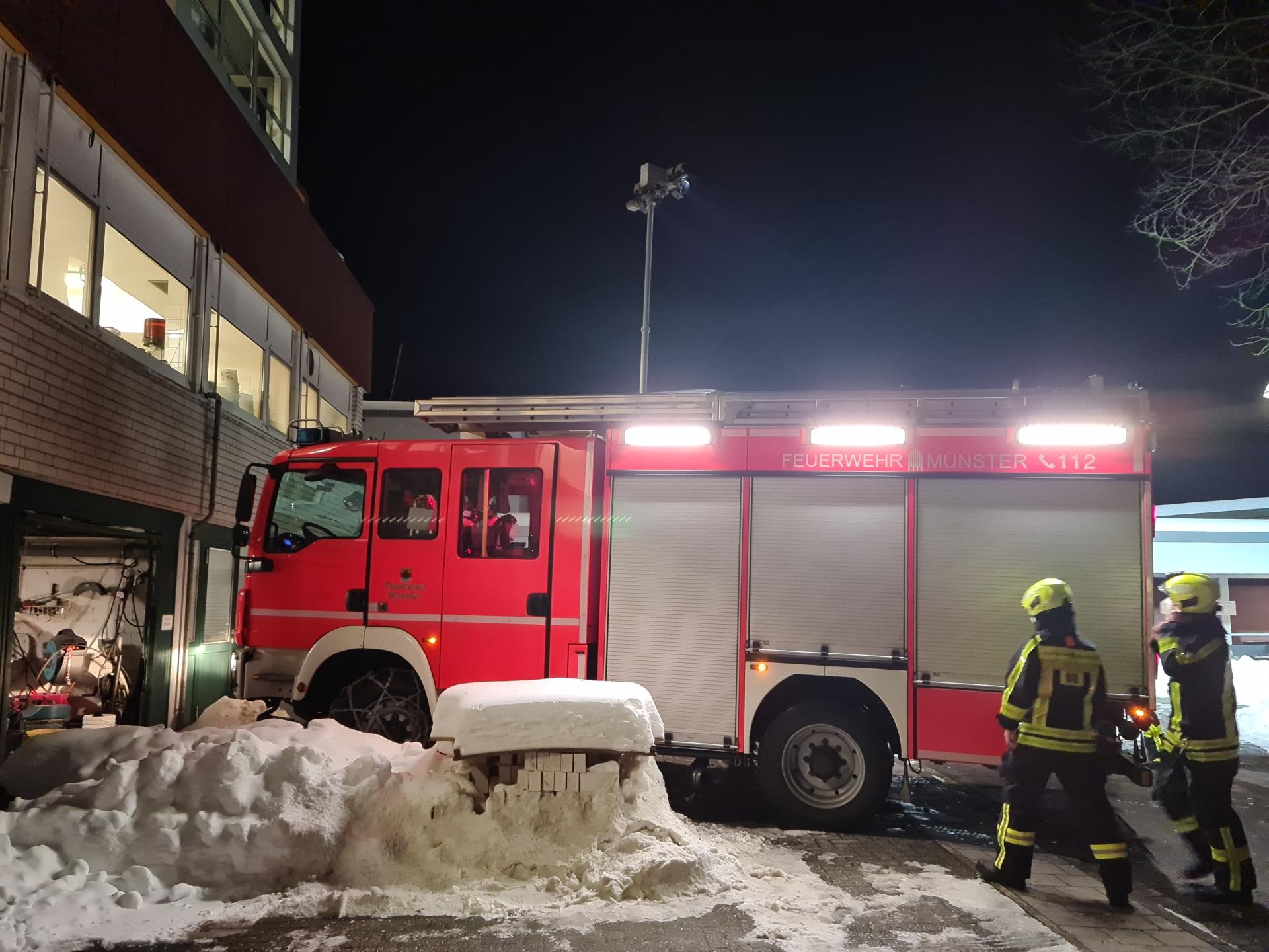 Foto: Feuerwehr räumt Wohnanlage im Haus Simeon
