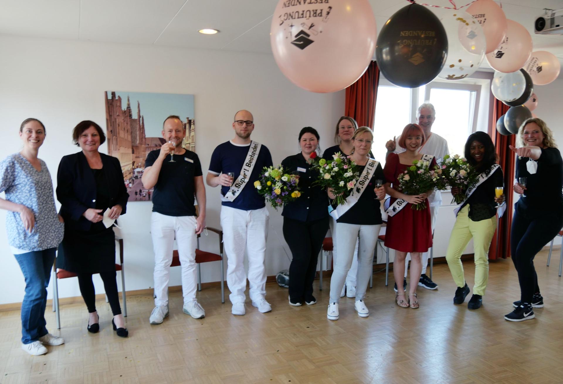 Foto: Martin-Luther-Haus feiert examinierte Pflegekräfte