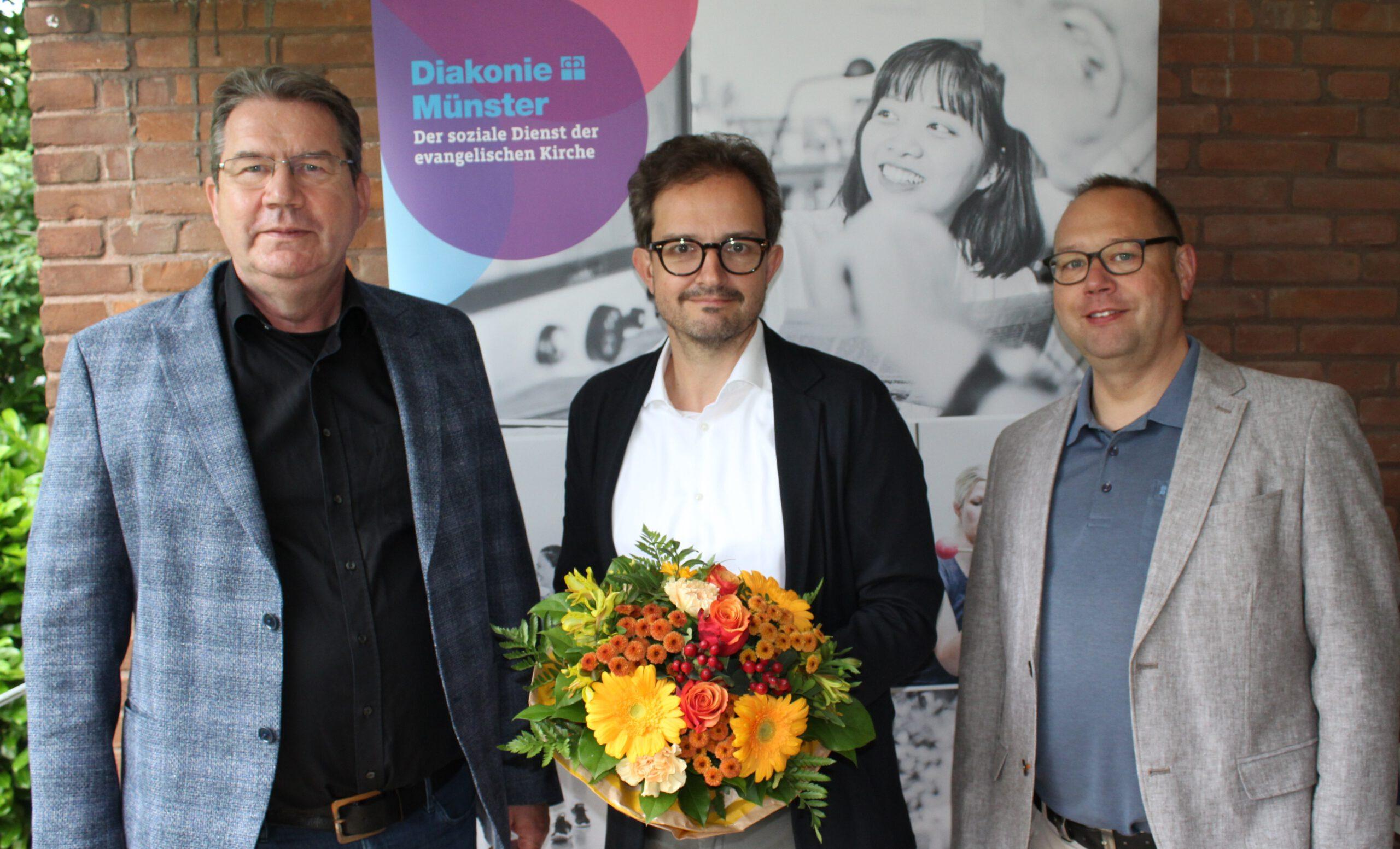 Foto (von rechts): Superintendent Holger Erdmann, Sven Waske, Ulrich Schülbe