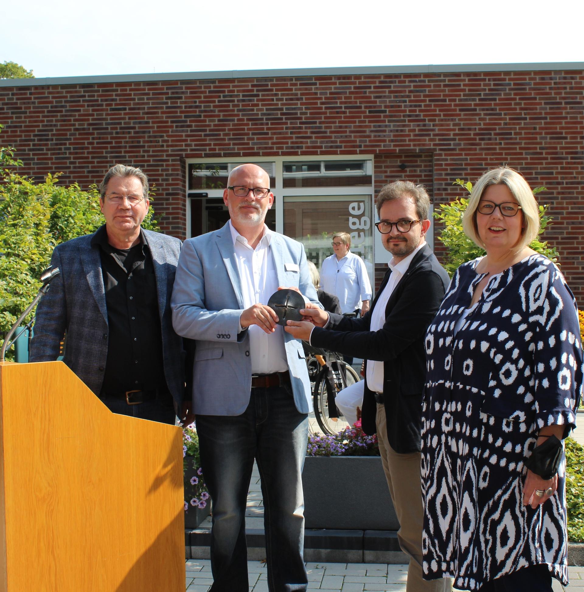 Foto (v.links): Ulrich Schülbe, Thorsten Kloster, Pfarrer Sven Waske, Stefanie Duesmann