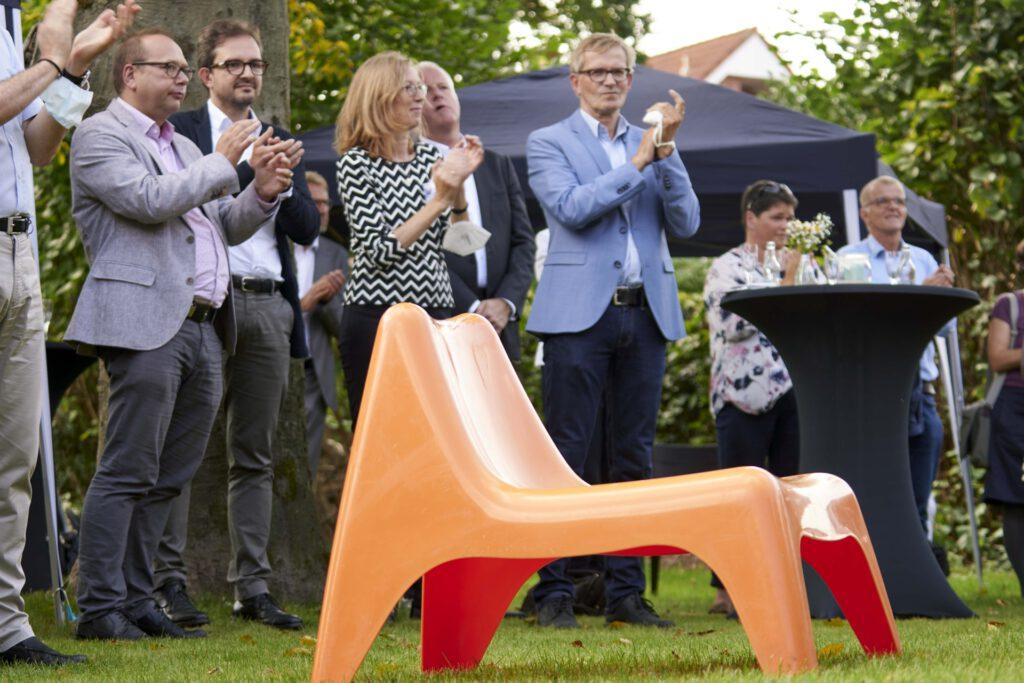 Foto: Gäste bei der Eröffnungsfeier des Diakoniezentrums in Kinderhaus