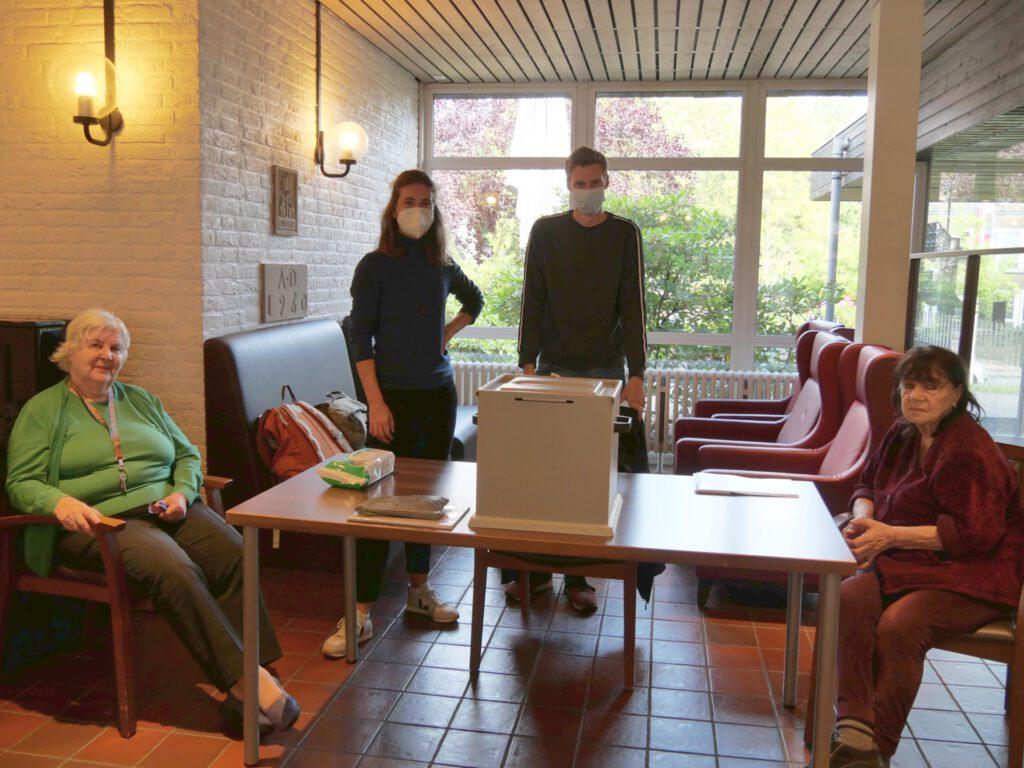Foto: Wahlhelfer im Martin-Luther-Haus